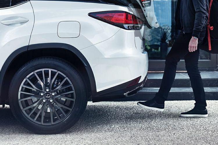 The New Lexus RX 300 punya fitur power back door