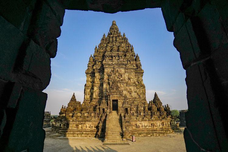 Potret Candi Prambanan diambil dari Candi Nandi.