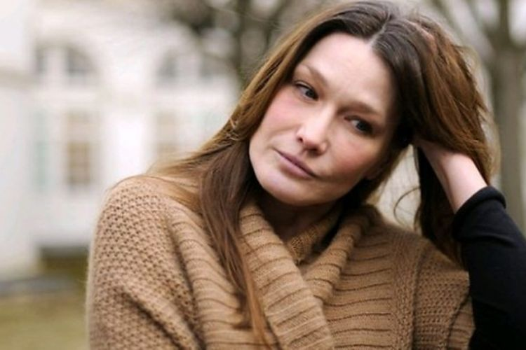 """Listen to « un grand amour » from her new album """"carla bruni"""" out now : Lirik Dan Chord Lagu The Winner Takes It All Carla Bruni"""