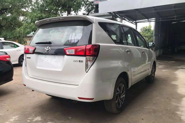 Shown behind the Toyota Kijang Innova which slid in Vietnam.