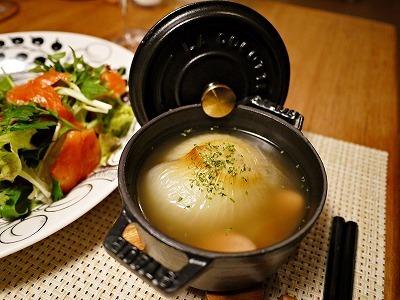 ストウブで新玉ねぎまるごとスープ