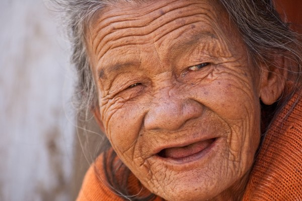 Ilustrasi Nenek Tersenyum