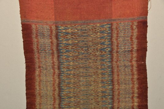 Note the little loops of weft at the selvedge.