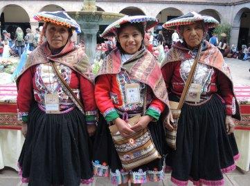 Three generations of women weavers from Pitumarca (l to r): Antonia Rojo Arapa, Yanet Melo Rojo, and Asunta Quispe Mamani.