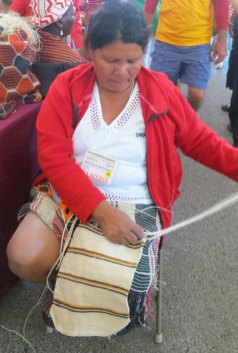 Coop leader, Ique Etacore finishing a dajudie bag.