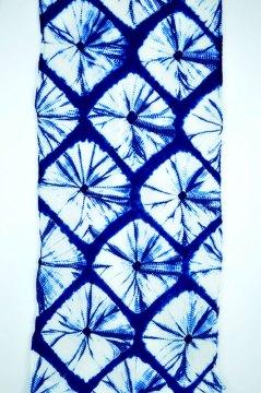 Kumo shibori produces a spider-web pattern.
