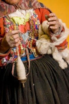 The capable hands of elder Juana Choquichampi.