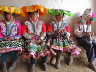 The young weavers group officers of Huacatinco.