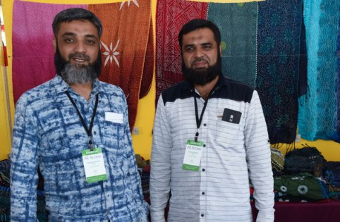 Bandhani artists and brothers Aziz (Abdulaziz) and Suleman Khatri.