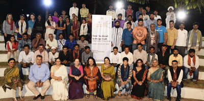 Group photo of 2016 artisan design students of Somaiya Kala Vidya in Kutch along with the jurors at their final presentation from their eleven-month course.