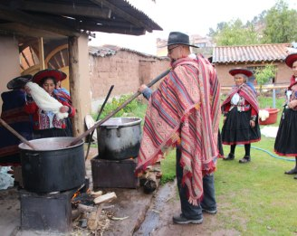 Learning natural dyeing during workshop day at Chinchero.