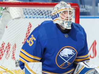 Ullmark grateful for Sabres' support following death of father |  theScore.com