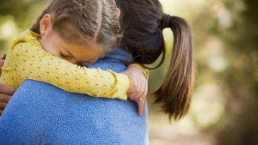 """""""Ma fille de 9 ans est trans, laissez-là exister en paix !"""" : le cri du cœur d'une mère de famille"""
