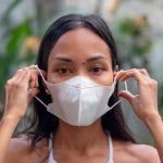 Maquillage, injonction à sourire… Et si le masque anti-Covid était un outil de libération des femmes ?