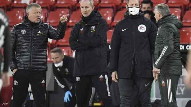 ما هو التصرف المقزز الذي اعتذر بسببه مدرب مانشستر يونايتد ؟