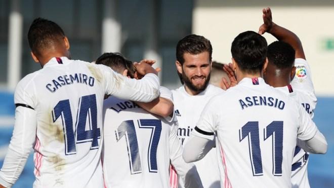 ريال مدريد يتجاوز عقبة فالنسيا بثنائية