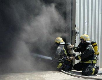 حريق يلتهم مستودعًا في الخبر - المواطن