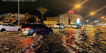 سوء تصريف مياه الأمطار يتسبب في تعطل المركبات بخميس مشيط