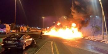 المدني: لا إصابات أو وفيات في حريق الناقلة بطريق مكة – جدة