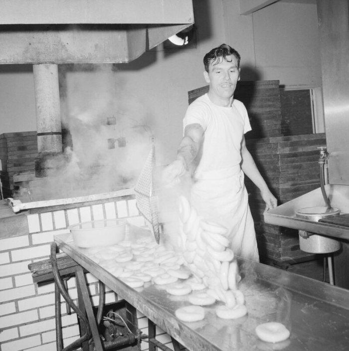 Making bagels in Laurelton, Queens, New York City, 1963.