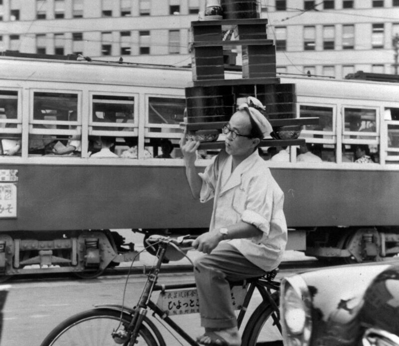 A soba delivery man in Marunouchi business district in 1959.