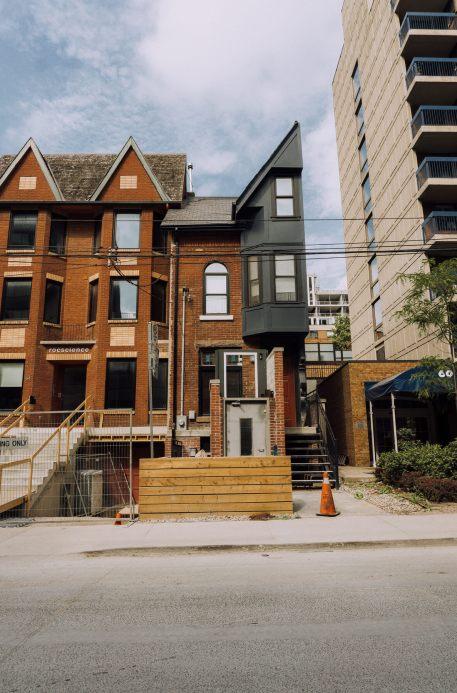 half house in Toronto, unique place in Ontario