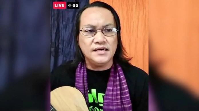 Ameng Spring tidak menyangka persembahan secara maya bersama rakan penyanyi lain mendapat sambutan yang menggalakkan. - Foto FB Artiste Voice Of Legend