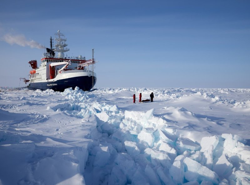 Misi Polarstern meluangkan masa lebih setahun mengumpulkan data atmosfera, laut, ekosistem dan ais laut, untuk menilai kesan perubahan iklim di wilayah Kutub Utara - Foto Twitter/MOSAiC Expedition