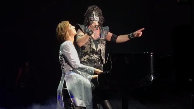 KISS se une a YOSHIKI de X JAPAN para dos canciones en el concierto de Tokio (video)