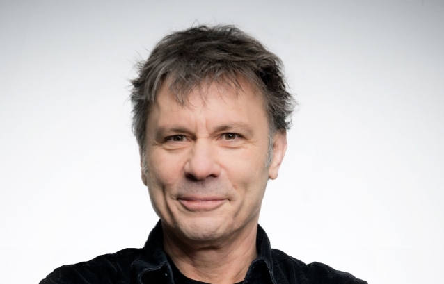 IRON MAIDEN's BRUCE DICKINSON To Deliver Keynote Speech At 'Craft Brewers Conference And BrewExpo America'