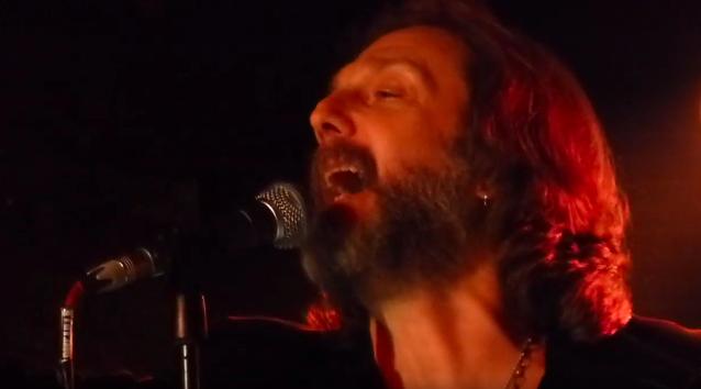 BLACK CROWES CHRIS Y RICH ROBINSON lanzan la gira acústica BROTHERS OF A FEATHER en Londres: video, setlist