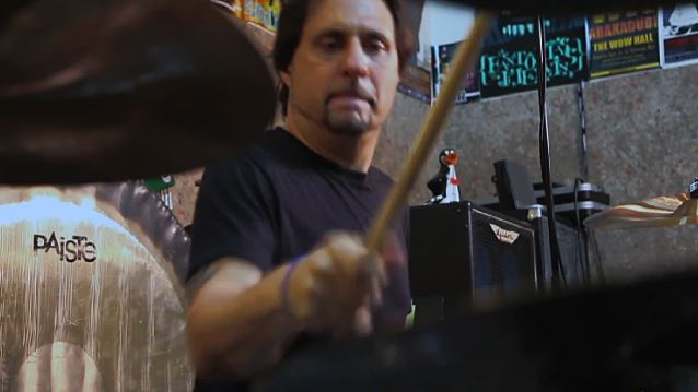 Former SLAYER Drummer DAVE LOMBARDO Launches New 'Punk' Project DEAD CROSS