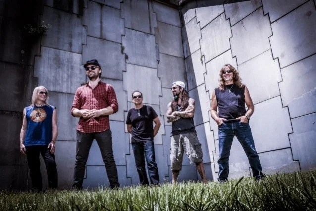 FLYING COLORS Feat. MIKE PORTNOY, STEVE MORSE, NEAL MORSE: Third Album On The Way