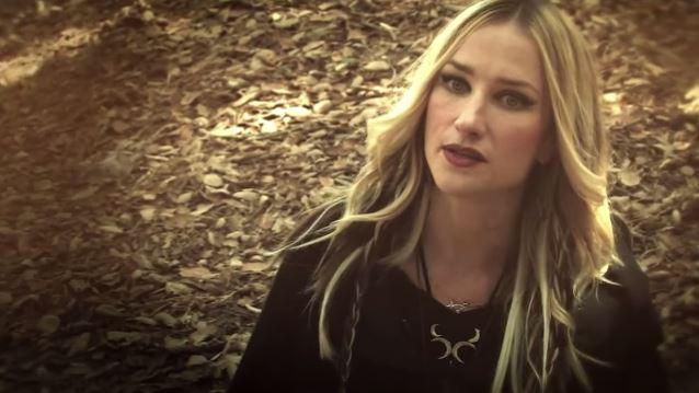 HUNTRESS Singer JILL JANUS Discusses Lifelong Battle With Mental Illness, Recent Cancer Diagnosis