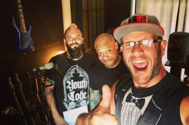 KILLSWITCH ENGAGE Reunites With Singer HOWARD JONES For New Song