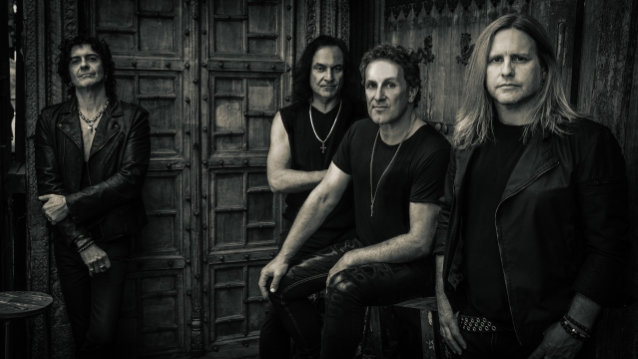 LAST IN LINE's VINNY APPICE Says He And VIVIAN CAMPBELL 'Lock In Like A Bastard'