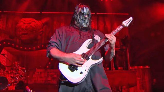 滑結樂團(Slipknot)的Mike Thomson第一次聽到金屬製品(Metallica)的「黑色專輯」(Black Album) 嚇壞了