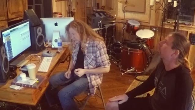 DAVE MUSTAINE: CHRIS ADLER 'Has Nothing To Do' With MEGADETH Anymore