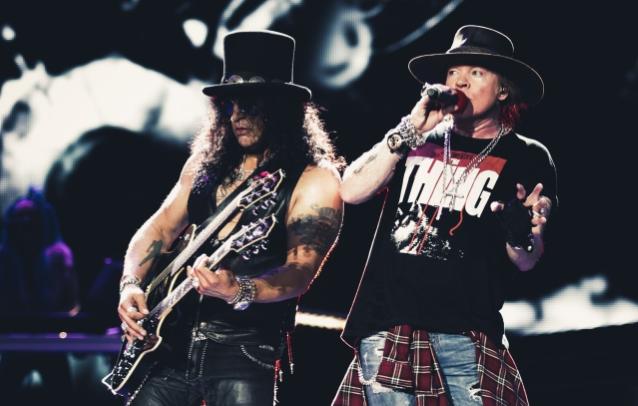 槍與玫瑰 GUNS N' ROSES 吉他手 SLASH   表示將在秋季開始專心致力於新專輯