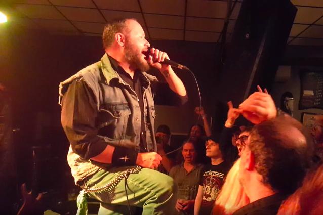 Video: ex miembros de JUDAS PRIEST, miembros de MEGADETH, interpretando clásicos del heavy metal en Quebec