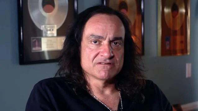 VINNY APPICE Says RONNIE JAMES DIO 'Would Be Pissed Off' If He Was Alive To See GENE SIMMONS Attempt To Trademark 'Horns' Hand Gesture