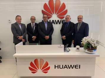 Resultado de imagem para prefeito de São Gonçalo do Amarante,Paulo Emídio, esteve reunido comdirigentes da gigante chinesa Huawei, multinacional de equipamentos para redes e telecomunicações