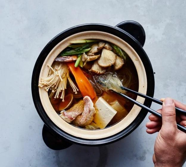 hot-pot-donabe-chopsticks-crop