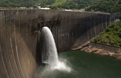The Kariba Dam between Zimbabwe and Zambia.