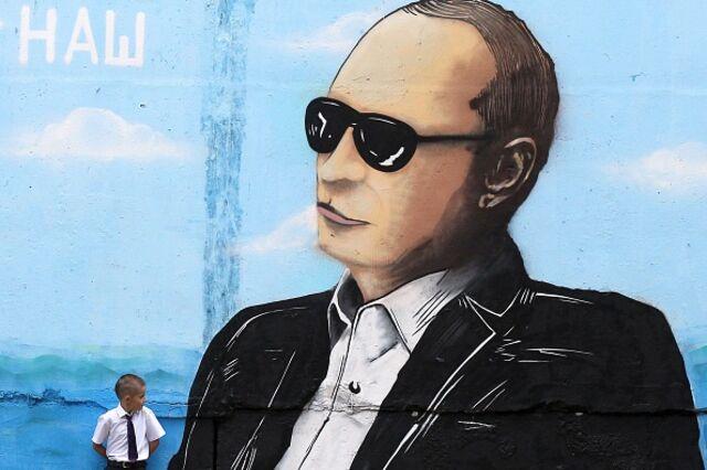 <p>He's watching.</p>  Photographer: Yuri Lashov/AFP/Getty Images