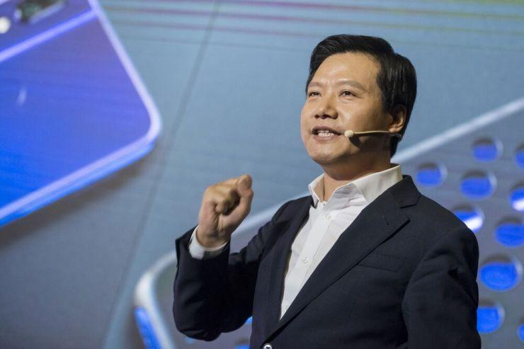 El CEO de Xiaomi, Lei Jun, asiste al lanzamiento del producto de teléfono inteligente Redmi