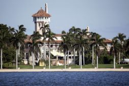 Trump Plans to Live at Mar-a-Lago, Employ Some Current Aides - Bloomberg