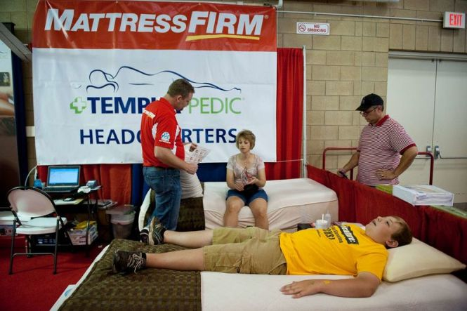 Tempur Sealy Tumbles After Losing Contracts With Mattress Firm