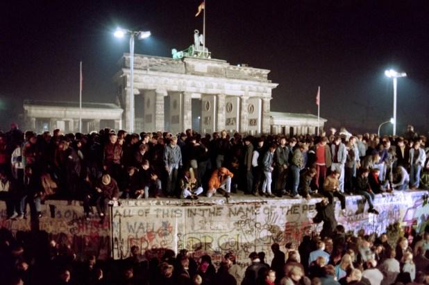 German-Berin Wall Communication