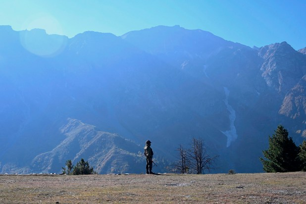 TOP-SHOT-INDIA-PAKISTAN-KASHMIR-ARMY